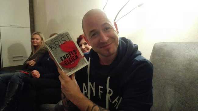 Marcel mit Buch